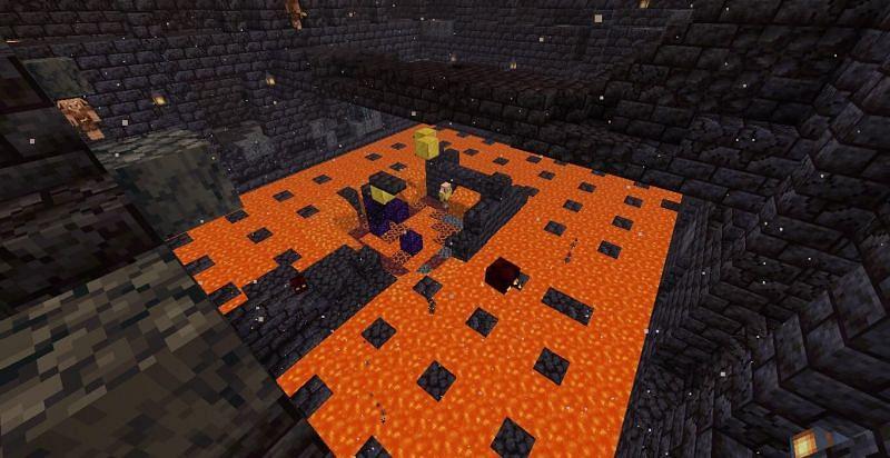 Las turbas hostiles tienden a vagar por los restos del bastión y el terreno también es precario. (Imagen a través de Mojang)