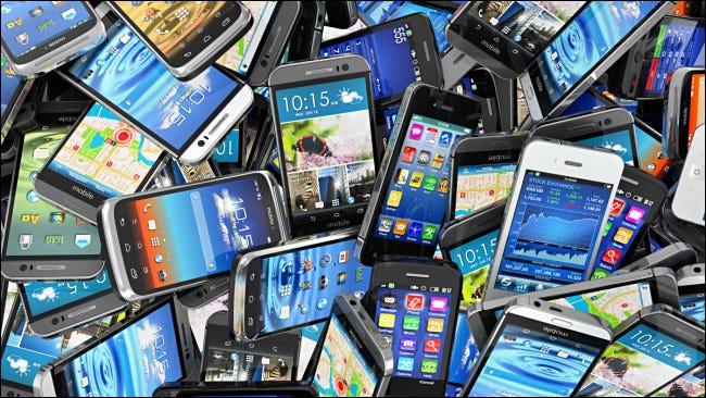 Un montón de viejos teléfonos inteligentes.