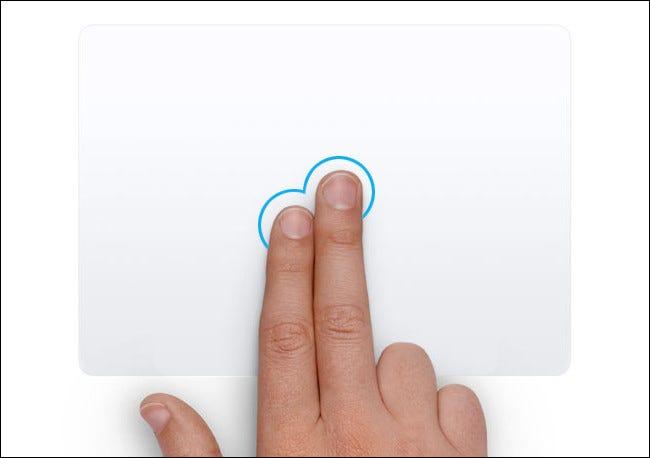 Una mano haciendo clic con el botón derecho en un panel táctil de Mac.