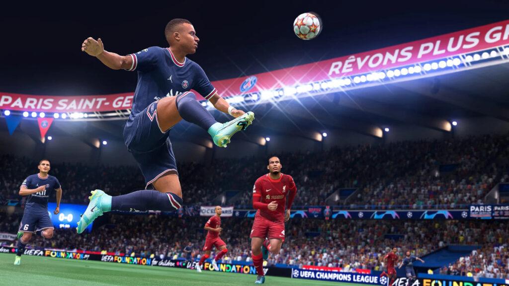 Mbappé controlando un balón en FIFA 22
