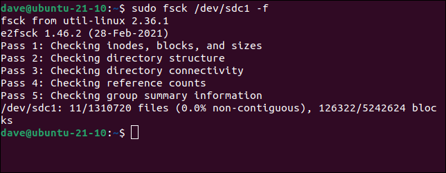 Use el comando fsck para forzar una verificación del sistema de archivos