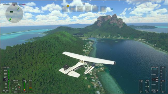 Voando pelo céu sobre uma ilha no Microsoft Flight Simulator.