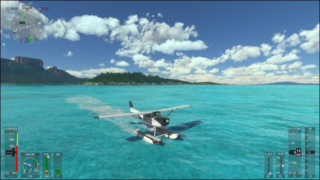 Um hidroavião pousando na água no Microsoft Flight Simulator.